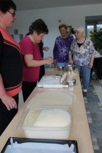 Peka velikonočnega peciva