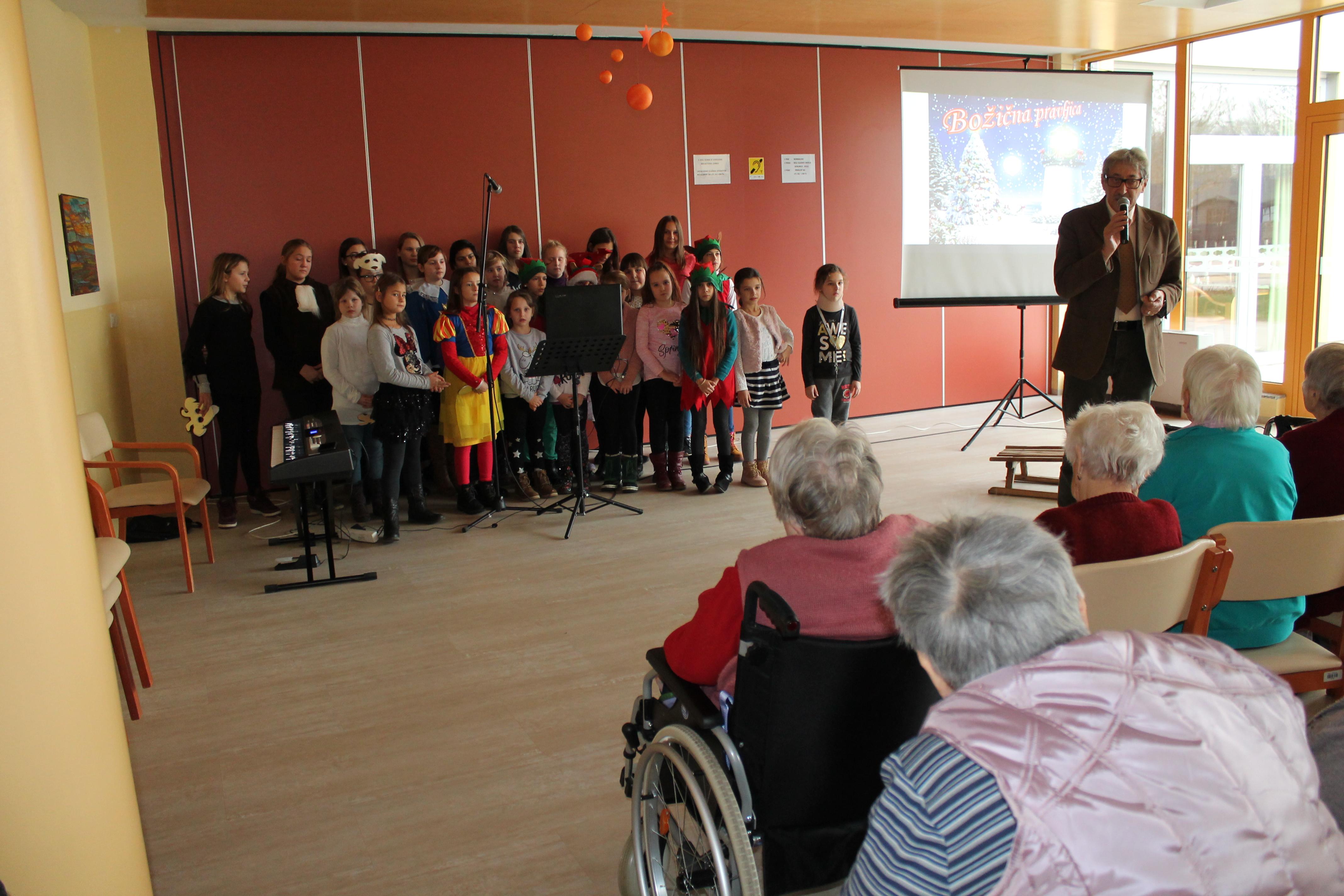 Predstava učencev in učenk OŠ dr. Antona Trstenjaka Negova