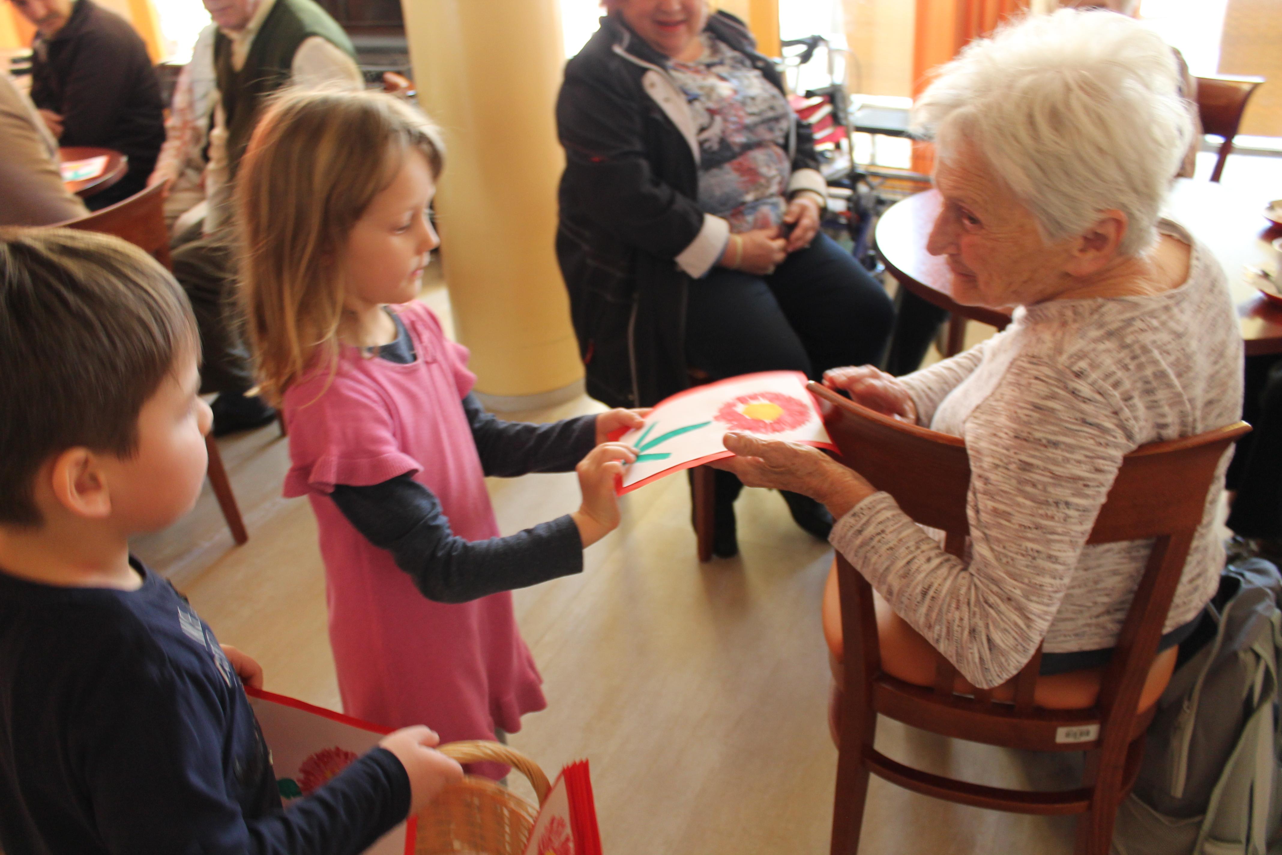 Nastop otrok Vrtca Manko Golar ob 8. marcu
