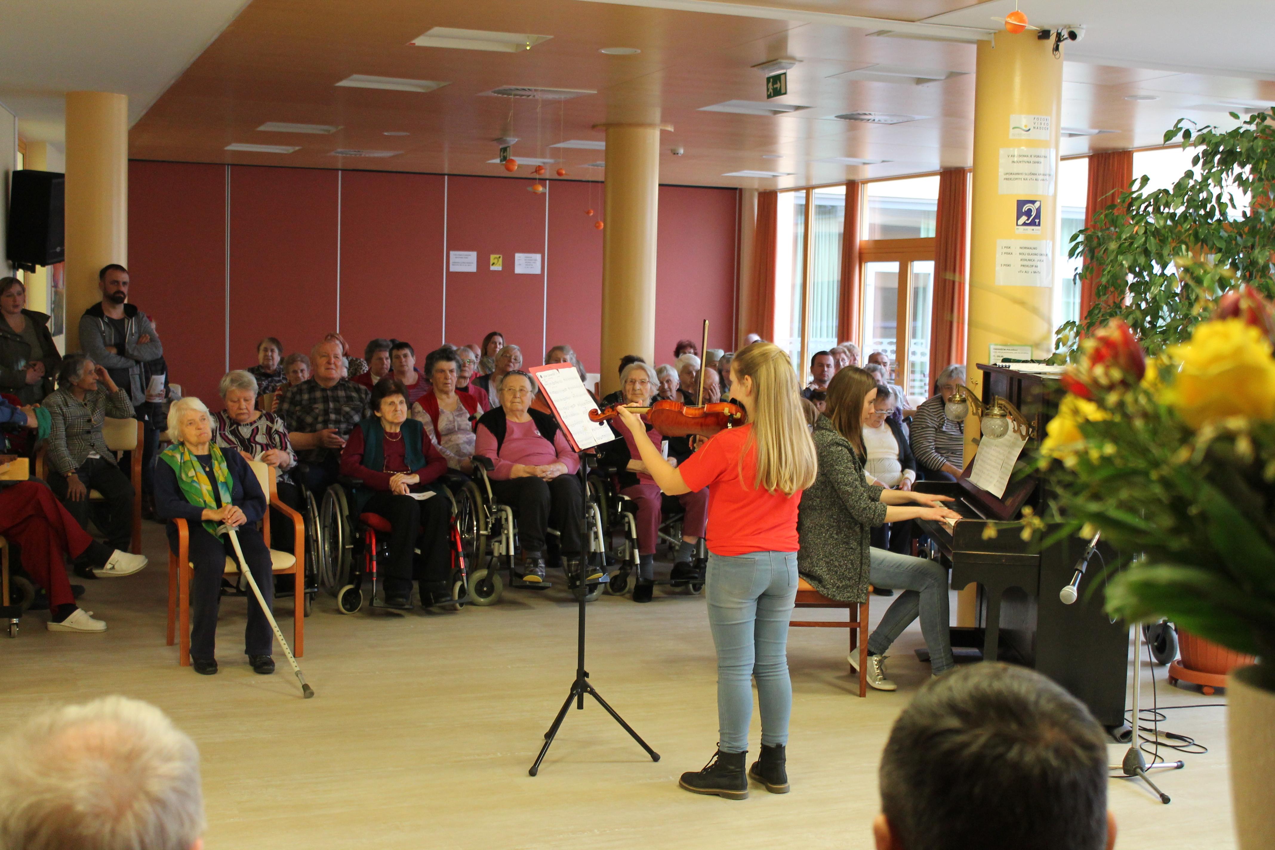 Koncert Zasebne glasbene šole Maestro in otvoritev razstave slik Tamare Špitaler Škorić